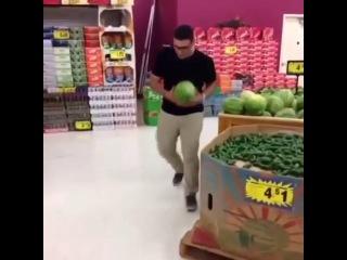 How americans buy watermelons vs how Arab buy watermelons